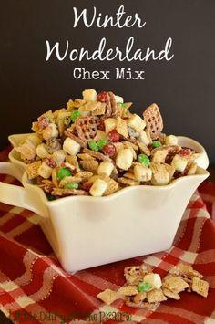 Winter Wonderland Chex Mix | #christmas #xmas #holiday #food #desserts