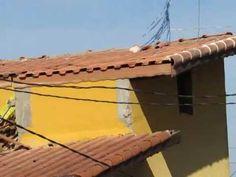 O SÓTÃO COM PAREDES EM BLOCOS . The ATTIC WITH WALLS IN BLOCKS.