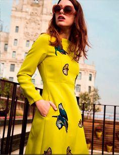 Comprar vestido amarillo Philippa and Co - Vestido amarillo con bordados de pajaros y mariposas manga larga