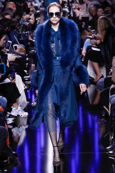 Elie Saab Fall 2017 Ready-to-Wear Collection Photos - Vogue Fur Fashion, Fashion 2017, Fashion News, Runway Fashion, Fashion Show, Fashion Design, Moda Fashion, Elie Saab Couture, Style Couture