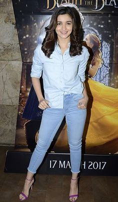Your weekly dose of celebrity style inspiration. Bollywood Girls, Bollywood Fashion, Bollywood Stars, Indian Celebrities, Bollywood Celebrities, Celebrities Fashion, Stylish Jeans Top, Aalia Bhatt, Alia Bhatt Cute