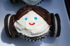 Princess Leia cupcakes! Click link for more star wars food