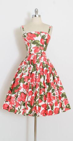 ➳ vintage 1950s dress * fabulous red poppy print polished cotton * incredibly vivid print * cotton lined bodice * full skirt * metal back zipper condition | excellent fits like xs/s length 41 bodice 16 bust 34 (8 seam allowance) waist 26 ➳ shop http://www.etsy.com/shop/millstreetvintage?ref=si_shop ➳ shop policies http://www.etsy.com/shop/millstreetvintage/policy twitter | MillStVintage facebook | millstreetvintage instagram | millst...