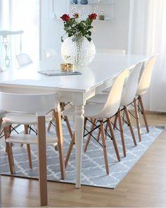 Säger godmorgon med den här fina bilden hos @angelicas.hem älskar allt på bilden! #gofollow #onetofollow Äntligen är mina stolar också leveransklara nu så de kommer om ca 2 veckor! Nu måste jag bara bestämma mig för ett runt vitt matbord! Sååå svårt! Men nu är det fredag hörni! #angelicashem #inspohome #interiordesign #eames #plazainteriör #inredningsdesign by interiorbyrim Dining Chairs, Dining Room, Home Kitchens, Eames, House, Inspiration, Google, Furniture, Design