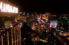 2-Hour Las Vegas Strip Walking Tour with Photographer