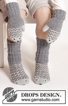"""fish / DROPS Extra - free knitting patterns by DROPS design Mr. Fish - The set includes: Knitted DROPS mittens and socks in """"Alpaca"""" with fish pattern. Mittens Pattern, Knitted Gloves, Knitting Socks, Drops Design, Knitting Patterns Free, Free Knitting, Baby Knitting, Free Pattern, Crochet Slippers"""