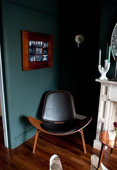 Farrow & Ball Studio Green Skirting boards same colour as warm Farrow And Ball Living Room, Dark Living Rooms, Living Room Green, Green Rooms, Blue Rooms, Home Living Room, Green House Color, House Colors, Farrow Ball