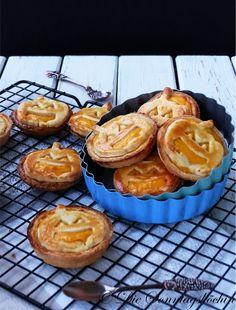 Mürbeteig Mini Tarteletts, leicht knusprig und frisch gefüllt mit einer traumhaften Kürbis Cheesecake Füllung.