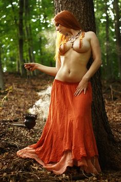 Forest witch - want this skirt.