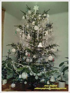 Oddana pasji tworzenia...: Bombowe te bombki... cz. 1 Christmas Tree, Teak, Holiday Decor, Home Decor, Christmas Balls, Holiday Ornaments, Centerpieces, Tricot, Crochet Christmas Decorations