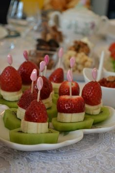 how to serve fruits. how to serve fruits. Party Snacks, Appetizers For Party, Appetizer Recipes, Breakfast Presentation, Food Presentation, Kreative Snacks, Good Food, Yummy Food, Fruit Dishes