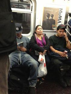 L'info du siècle est tombée: les hommes et leurs jambes écartées prennent plus de place que les femmes dans le métro. Un Tumblr s'est levé en bouclier ...
