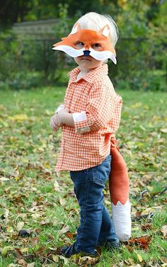 What does the Fox say Halloween Costume! CAPA is pinning costume ideas twice a day until Halloween. Halloween Masks, Easy Halloween, Halloween Costumes For Kids, Diy Costumes, Halloween Crafts, Diy Fox Costume, Costume Ideas, Printable Animal Masks, Fox Party