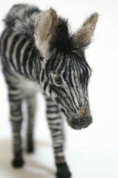 Needle felted Baby Zebra, love the detail! Needle Felted Animals, Felt Animals, Wet Felting, Needle Felting, Wool Art, Felt Hearts, Felt Toys, Soft Sculpture, Textile Art