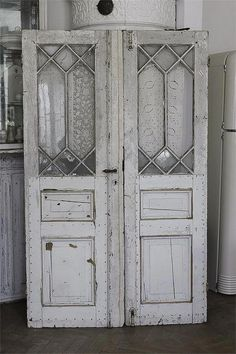 Excellent Free of Charge old French Country Decorating Ideas France country decorations carries on to rise throughout attractiveness, backed up by their environmentally fr. Vintage Doors, Antique Doors, Old Doors, Windows And Doors, Old French Doors, French Country Rug, French Country Decorating, Door Design, House Design