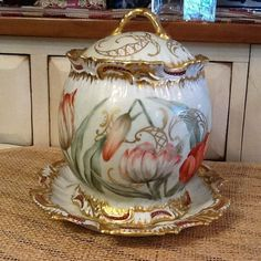 T&V LIMOGES FRANCE LARGE COVERED POT WITH MATCHING PLATE A Very Beautiful Piece!! Measures ~ 7 1/2 tall, 5 1/2 wide Pot is in good condition with some missing gold spots esp around top of pot - pla