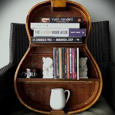 16 Creative Ways to Recycle Old Guitar into Home Décor Items Guitar Chair, Guitar Shelf, Guitar Wall Art, Guitar Crafts, Guitar Diy, Home Decor Items, Diy Home Decor, Guitar Decorations, Broken Guitar