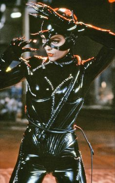 """Michelle Pfeiffer as Catwoman in Tim Burton's """"Batman Returns"""" with costume design by Bob Ringwood and Mary Vogt. The latex provides Pfeiffer with an athletic, modern but fetishized look most appropriate for Burton's dystopian Gotham aesthetic. Catwoman Cosplay, Cosplay Gatúbela, Batman Und Catwoman, Cosplay Anime, Catwoman Film, Catwoman Suit, Catwoman Character, Cosplay Costumes, Catwoman Michelle"""