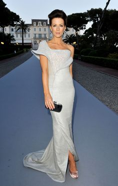 Kate Beckinsale. This is such a beautiful and elegant dress!