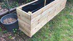 Potager Palettes, Garden Bed Layout, Vegetable Bin, Potager Bio, Diy Garden Furniture, Furniture Projects, Garden Boxes, Veg Garden, Fence Garden