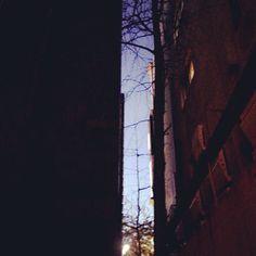 .@chabplanet | 건물사이 #하늘 #sky | Webstagram