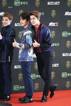 Golden Disk Awards 160121 : Red Carpet - Baekhyun and Sehun (1/2)