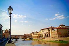FLORENCE - Rio Arno. Ponte Vecchio ao fundo