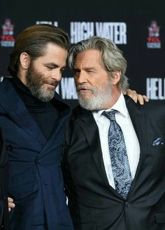 Chris Pine, Jeff Bridges, they looks like father and son Just Beautiful Men, Beautiful People, Men Are Men, Jeff Bridges, Slicked Back Hair, Evolution Of Fashion, Beard Styles For Men, Hollywood Stars, Cinema
