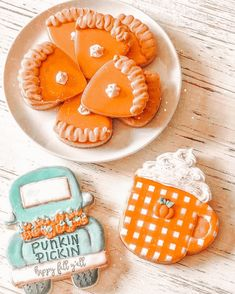 Pillsbury Halloween Cookies, Halloween Cookies Decorated, Halloween Sugar Cookies, Autumn Witch, Autumn Cozy, 17 Kpop, Fall Cookies, Fall Wallpaper, Halloween Wallpaper