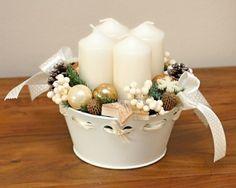 Adventní svícen v bílé