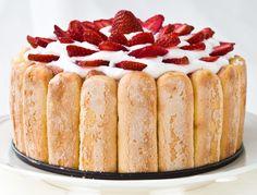 Reteta Tort Tiramisu cu capsuni de Cooking with a view Chef Recipes, Sweet Recipes, Dessert Recipes, Strawberry Tiramisu, Romanian Food, Popular Recipes, Chocolate Desserts, Let Them Eat Cake, Sweet Treats