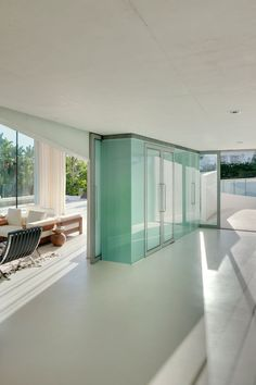 A rooftop swimming pool with a glass floor cantilevers out beside the entrance to this house in Marbella, Spain, by Wiel Arets Architects. Residential Architecture, Contemporary Architecture, Interior Exterior, Home Interior Design, Design Interiors, Modern Exterior, Glass Bottom Pool, Piscina Interior, Infinity Pool