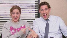 Jenna Fischer and John Krasinski in The Office Pam The Office, The Office Show, Office Tv, Office Cast, Jim Pam, Office Jokes, John Krasinski, Michael Scott, Thought Catalog