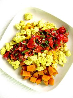 How to create the perfect vegan brunch for your friends or family: breakfast potato, eggless scramble tofu and cherry tomato spicy salsa Best Vegan Breakfast, Sweet Potato Breakfast, Breakfast Potatoes, Veggie Recipes, Whole Food Recipes, Vegetarian Recipes, Cherry Tomato Salsa, Delicious Vegan Recipes, Healthy Recipes