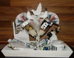 Geldgeschenke kreativ This and That and Something: When someone makes a wedding . Special Wedding Gifts, Wedding Gifts For Groomsmen, Wedding Gift Bags, Homemade Wedding Gifts, Homemade Gifts, Craft Gifts, Diy Gifts, Money Creation, Money Bouquet