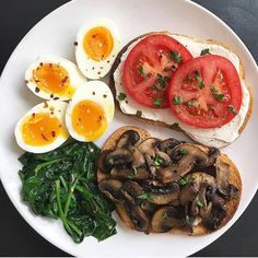 I woke up feeling extra hungry today so I'm fueling up with a bi. I woke up feeling extra hungry today so I'm fueling up with a big breakfast. Two pas - Healthy Meal Prep, Healthy Snacks, Healthy Eating, Healthy Drinks, Boiled Egg Nutrition, Plats Healthy, Vegetarian Recipes, Healthy Recipes, Diet Recipes