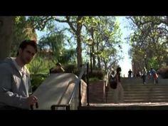 Poder Alem da Vida   *Sinopse: Dan Millman é um talentoso ginasta adolescente que sonha em participar das Olimpíadas. Ele tem tudo o que um garoto da sua idade pode querer: troféus, amigos, motocicletas e namoradas. Certo dia seu mundo vira de pernas para o ar, quando conhece um misterioso estrangeiro chamado Socrates.