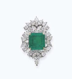 AN EMERALD AND DIAMOND CLIP BROOCH  The square-shaped emerald weighing 29.67 carats to the brilliant-cut and pear-shaped diamond surround, mounted in platinum and 18k yellow and white gold, 5.4 cm high
