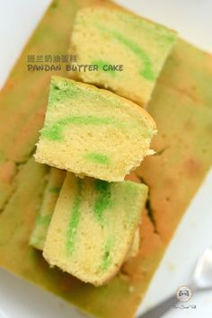 Among the many attempts with butter cake making, Mrs. Ng's  version of vanilla butter cake is still the best.   在我所尝试制做的奶油蛋糕中,还是 Mrs...