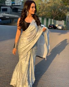 Image may contain: 2 people, people standing and outdoor Saree Blouse Patterns, Saree Blouse Designs, Dress Indian Style, Indian Dresses, Indian Outfits, Indian Beauty Saree, Indian Sarees, Saree Poses, Modern Saree