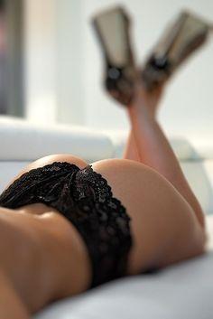 """案外見落としがちな""""お尻の谷間""""。でも男性はしっかりチェックしているようですよ!彼に幻滅されない為にも、今日から早速お手入をして美尻を目指しましょう♡"""