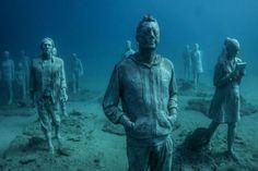 Museu no fundo do mar tem refugiados e vítimas de guerra | Virgula