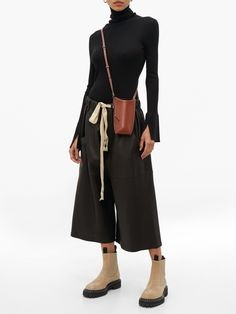 Leather Culottes, Classic Outfits, Classic Clothes, Loewe, Leather Interior, Leather Design, Leather Crossbody Bag, Mini Bag, Fashion Beauty
