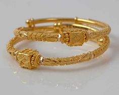 Latest and Trendy Gold Bangles Designs - Kurti Blouse Gold Bangles Design, Gold Earrings Designs, Gold Jewellery Design, Handmade Jewellery, Gold Jewelry Simple, Gold Rings Jewelry, Indian Gold Jewelry, Indian Gold Necklace, Indian Bangles