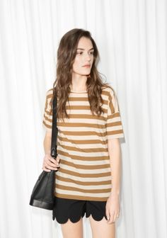 This striped cotton t-shirt has a straight fit with a round neck and slightly longer, fitted sleeves.
