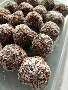 Quick, delicious and easy it's the Healthy Mummy fan favourite; Choc Weetbix Balls 🍫😊 Recipe here: Healthy Mummy Recipes, Coconut Recipes, Sugar Free Recipes, Clean Recipes, Baby Food Recipes, Sweet Recipes, Baking Recipes, Healthy Snacks, Cake Recipes