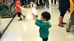 토이 리의 슈퍼키드:레이져 건 / Toy Lee's Super kid: laser gun is dangerous!