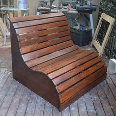 This slatted garden bench makes the perfect love seat for a garden. It's very easy to make. YOU WILL NEED:1 of 900 x 900mm 16mm marine plywood*7 of 20 x 94mm PAR...