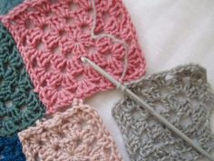 Joining grannies as you go, a great tutorial as I hate the sewing up of work after all that crocheting. Crochet Squares, Crochet Granny, Knit Crochet, Crochet Stitches Patterns, Stitch Patterns, Joining Granny Squares, Crochet Ideas, Flower Patterns, Crocheting