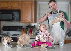 Un père se prend en photo avec sa petite fille dans des situations incroyables ! | Daily Geek Show